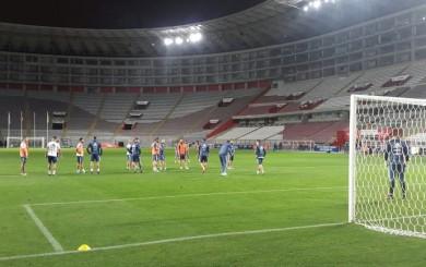 Argentina reconoció el estadio Nacional y solo espera duelo ante Perú