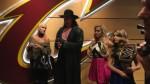 The Undertaker reapareció en Cleveland junto a los campeones de la NBA - Noticias de clare rhodes james