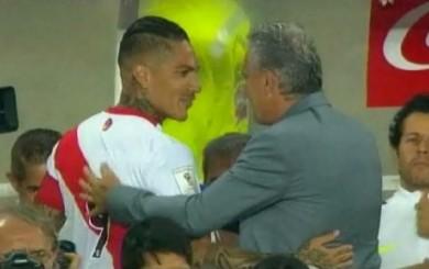 Paolo Guerrero saludó a Tite en el partido de Perú ante Brasil
