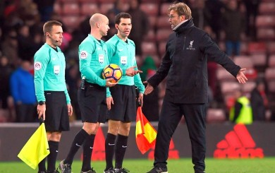 Klopp buscó a árbitro para reclamarle por segundo penal del Sunderland