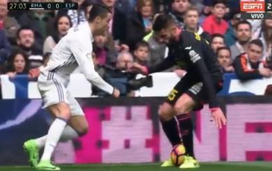 Cristiano Ronaldo dejó en ridículo a un defensa con una 'elástica'