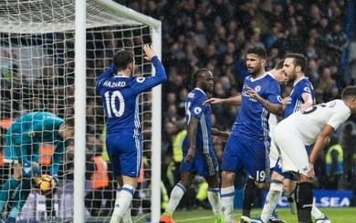 Chelsea acaricia la Premier League con goles de Fábregas, Pedro y Costa