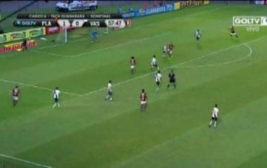 Paolo Guerrero y un genial pase de taco: William Arão perdió el gol