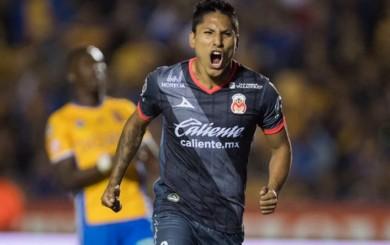 Raúl Ruidíaz anotó de penal ante Tigres de Luis Advíncula por la Liga MX