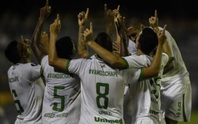 Reinaldo anotó el primer gol de Chapecoense en Copa Libertadores