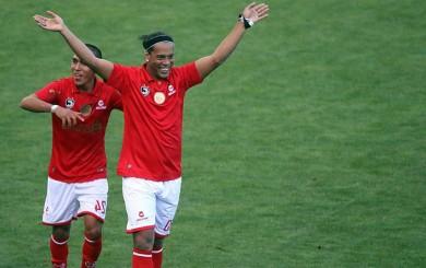 Ronaldinho está de cumpleaños: el día que jugó por Cienciano en Cusco