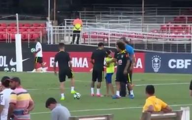 Neymar y el gran gesto con un niño que interrumpió la práctica de Brasil