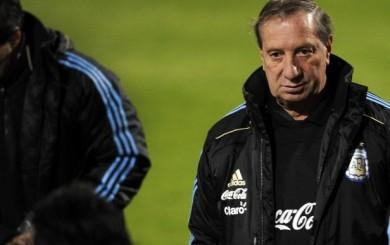 Carlos Bilardo se ofrece para dirigir a la selección argentina