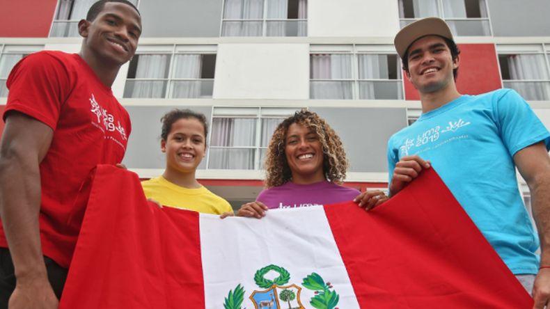 Cuatro deportistas peruanos,