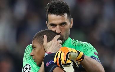 Buffon y el tierno beso que le dio a Mbappé al despedirse