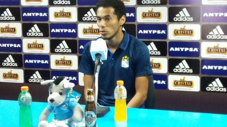 Carlos Lobatón habló fuerte en conferencia de prensa — Cristal