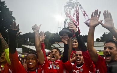 André Carrillo: así festejó el título de la Copa Portugal con los hinchas