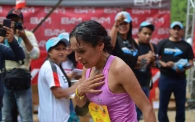 Gladys Tejeda se llevó la medalla de oro en la media maratón de Guatemala
